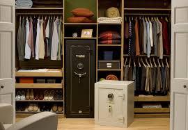 Jak ukryć sejf w domu – czyli gdzie zamontować sejf